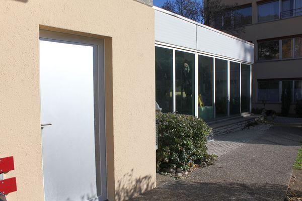 Hallenbad LaNeuveville Eingang