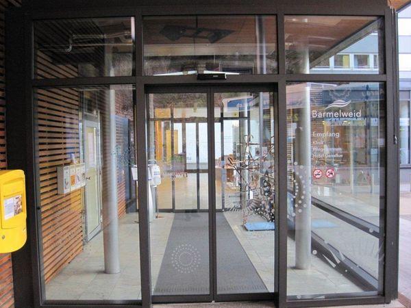 Haupteingang Hallenbad Barmelweid