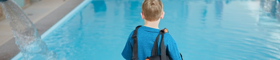 enfant sac pool piscine